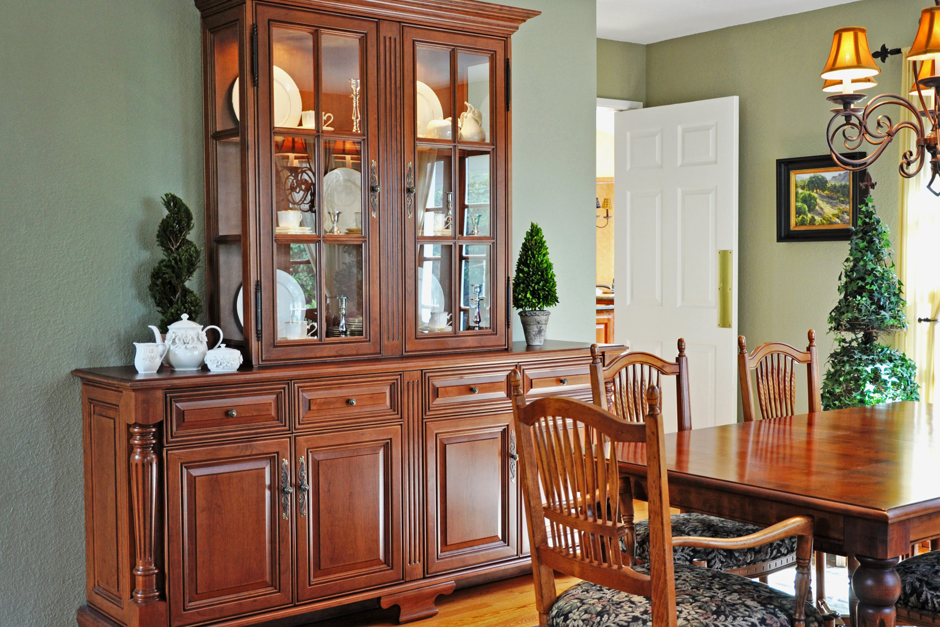Custom Wall Unit China Hutch